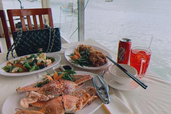 Mách nhau những quán hải sản ngon nhất ở Vũng Tàu giá cả siêu hợp lý, khách ra vào nườm nượp  