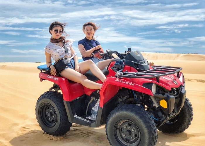 Đi xe Jeep - Trải nghiệm ở Phan Thiết