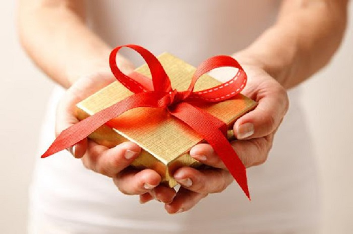 Nên bọc quà trong giấy có màu đỏ, vàng - Văn hóa tặng quà của Hàn Quốc