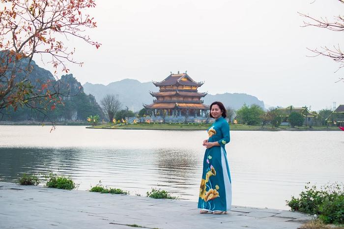 khung cảnh thơ mộng của Chùa Vàng Ninh Bình