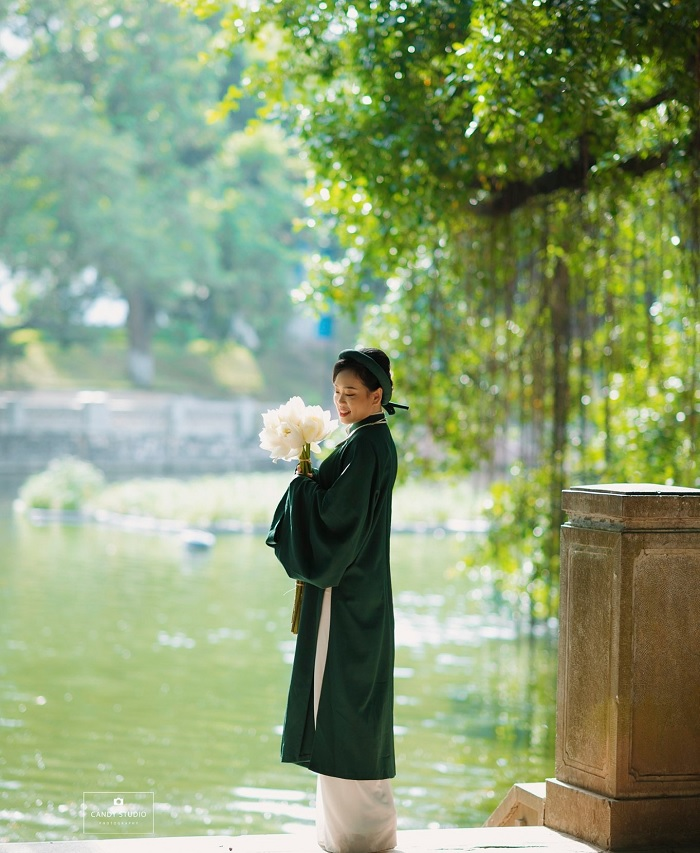 Lake and green trees - the attraction of Voi Phuc Temple