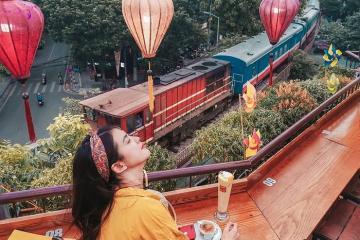 Đổ bộ Laika Hanoi 'săn' tàu vào sân ga