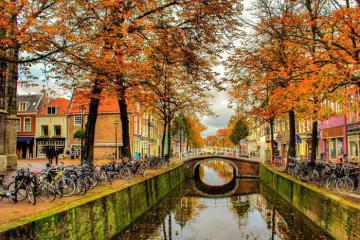 Thi trấn nhỏ Delft - Bình yên đến từ những tòa nhà sắc màu bên kênh