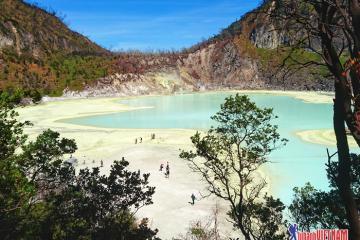 Tới hồ núi lửa Kawah Putih cảm nhận khung cảnh đẹp đến siêu thực
