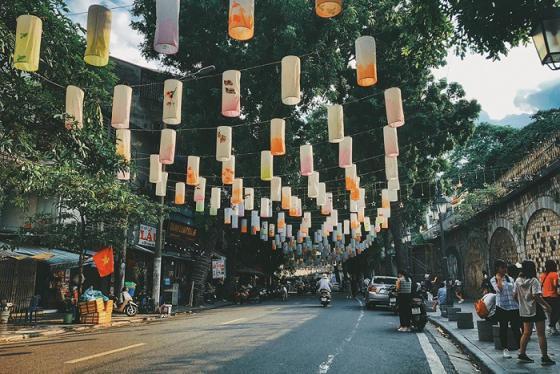 Trung thu này bạn đã check-in con phố đèn lồng Phùng Hưng chưa?