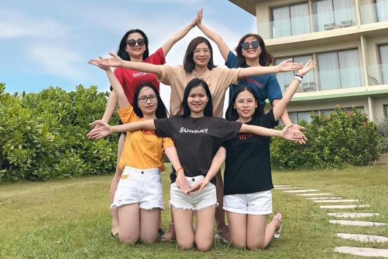 Chụp ảnh team sao cho 'cool ngầu'? Vài kiểu pose hình cho nhóm bạn thân