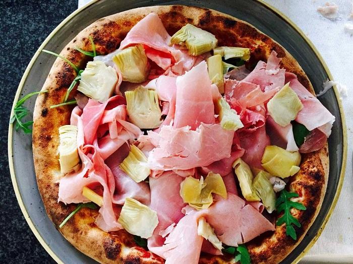Bánh pizza ở Pizzeria da Albert - Tìm hiểu về bánh Pizza Ý