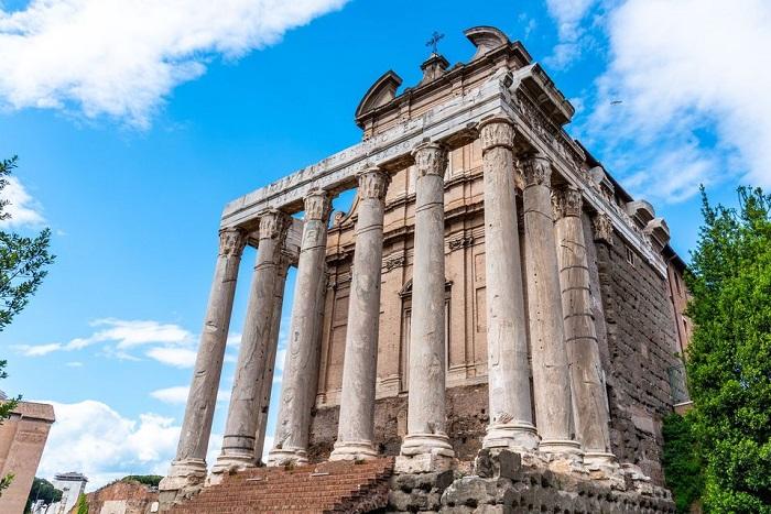 Đền thờ Antoninus Pius - Quảng trường La Mã