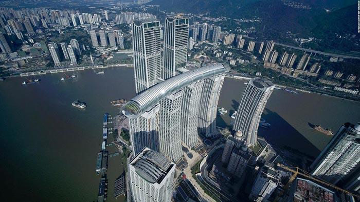 tòa nhà nằm ngang cao nhất thế giới ở Trùng Khánh - Crystal dài 300 mét