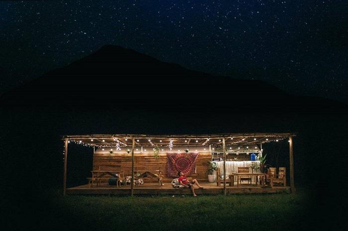 Green Valley Camp về đêm - những homestay Cát Bà xinh xắn
