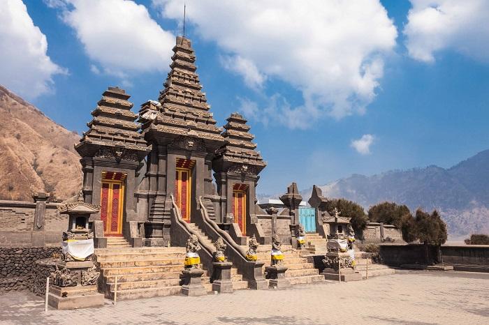 leo lên đỉnh núi lửa Bromo - Đền Pura Luhur Poten