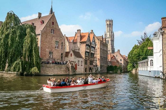 Rosary Quay - romantic tourist destination in Bruges