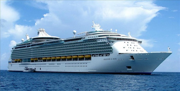 Choose a room on the cruise to avoid seasickness, choose a cabin between ships