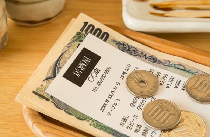 Cách đưa tiền tip ở Việt Nam quán ăn bình thường
