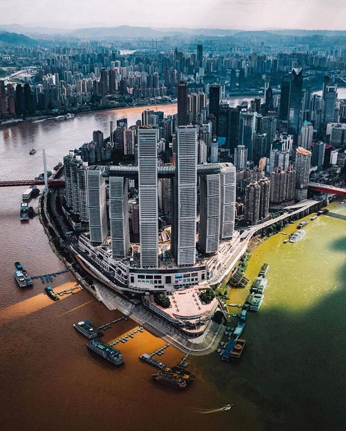 tòa nhà nằm ngang cao nhất thế giới ở Trùng Khánh - tọa lạc ở ngã ba sông Dương Tử