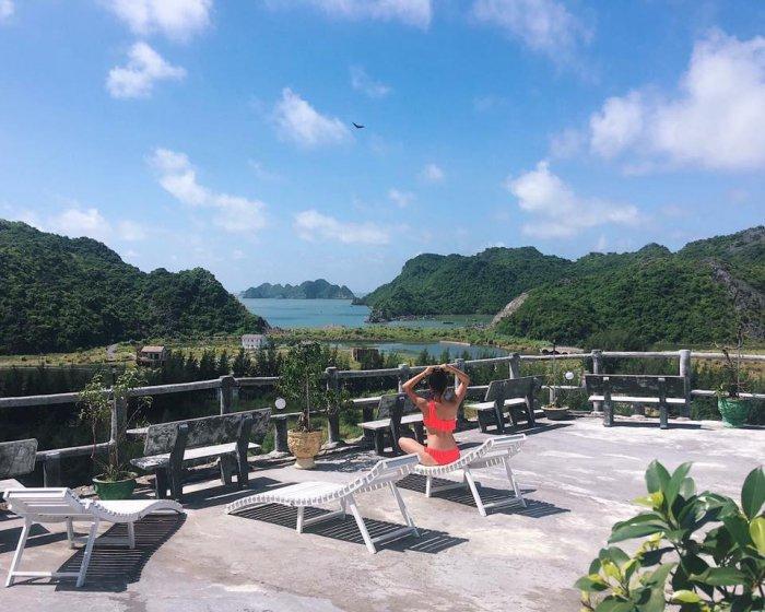 Tầng thượng view ra vịnh Lan Hạ - những homestay Cát Bà xinh xắn