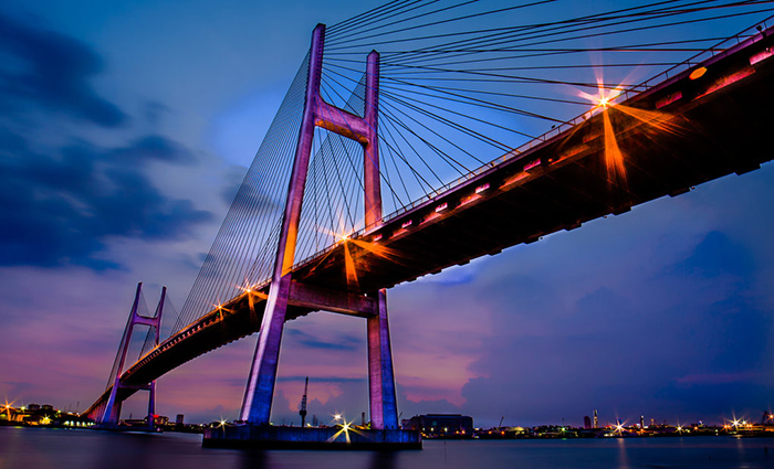 Explore the entertainment areas in District 7 attracting tourists - Phu My Bridge at night