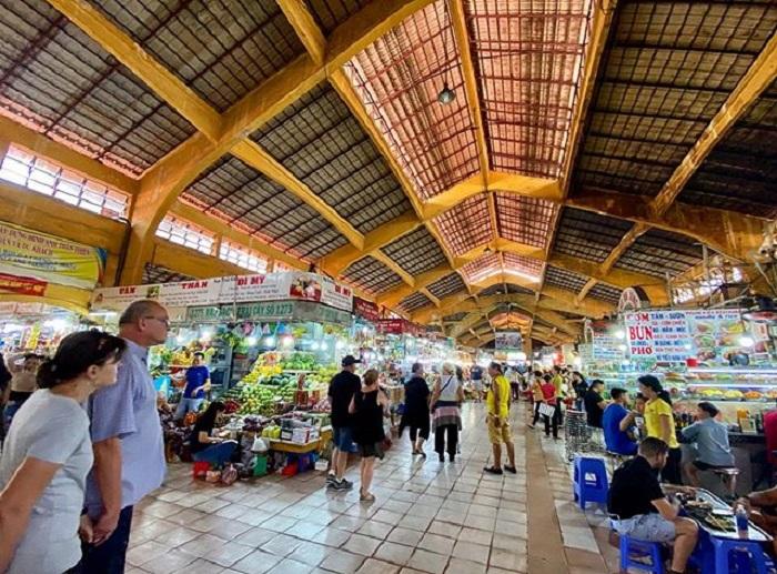 chợ Bến Thành - kiến trúc cổ kính