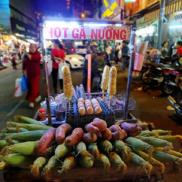 chợ Bến Thành - ban đêm náo nhiệt