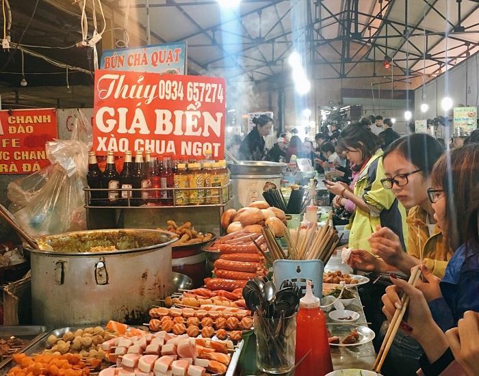 Một quán ăn trong chợ Cát Bi - chợ ẩm thực Hải Phòng