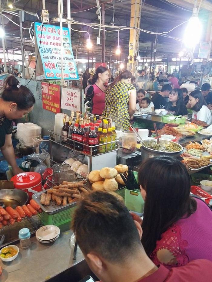 Quán ăn trong chợ Núi Đèo - chợ ẩm thực Hải Phòng