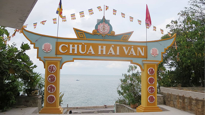 12 famous temples in Vung Tau - landscape overlooking the immense country