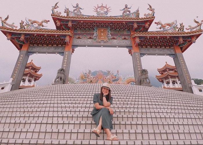cổng đền - công trình ấn tượng của đền Wuji Tianyuan