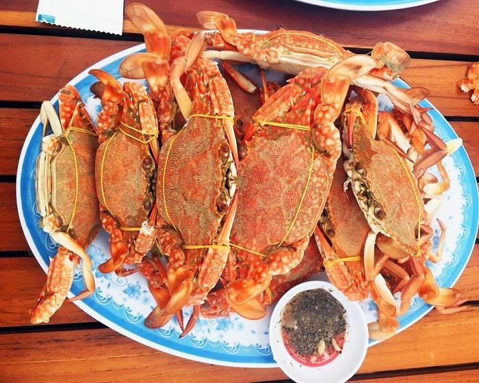 Address to eat seafood Phu Quoc - Ham Ninh fishing village seafood specialties