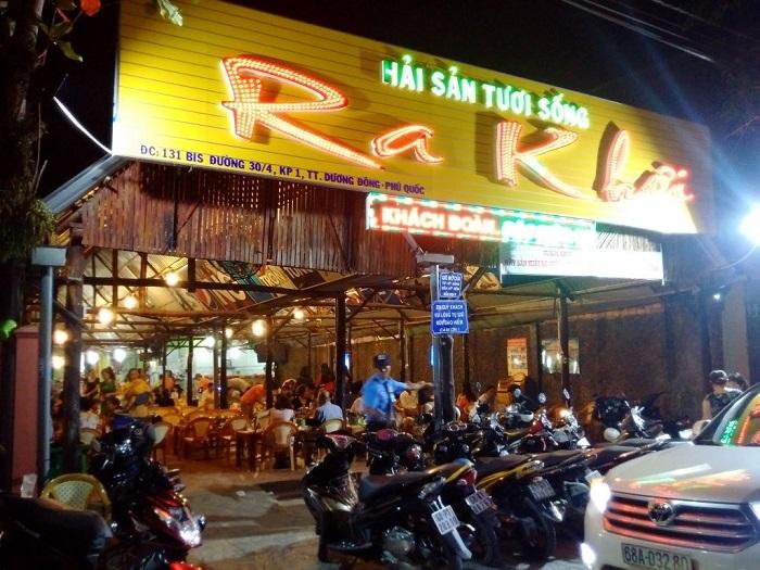 Address to eat seafood Phu Quoc - Ra Khoi restaurant