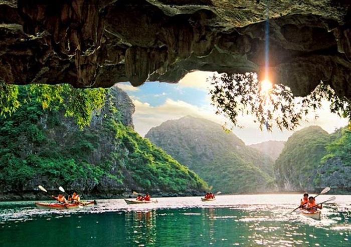 7 điểm chèo thuyền kayak đẹp ở Việt Nam - Hang Tối