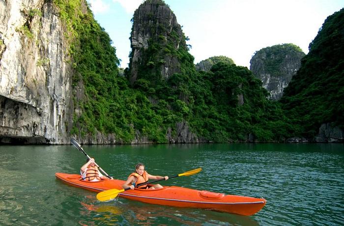 7 điểm chèo thuyền kayak đẹp ở Việt Nam - Vịnh Hạ long