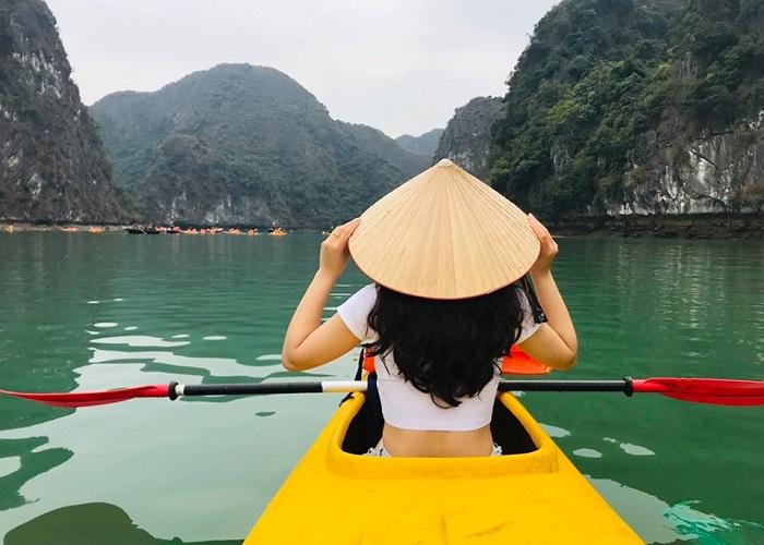 7 điểm chèo thuyền kayak đẹp ở Việt Nam - Vịnh lan hạ