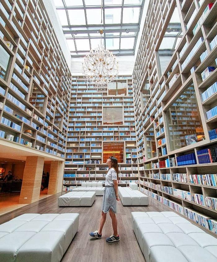 thư viện sách - điểm tham quan thú vị tại suối nước nóng Xinbeitou