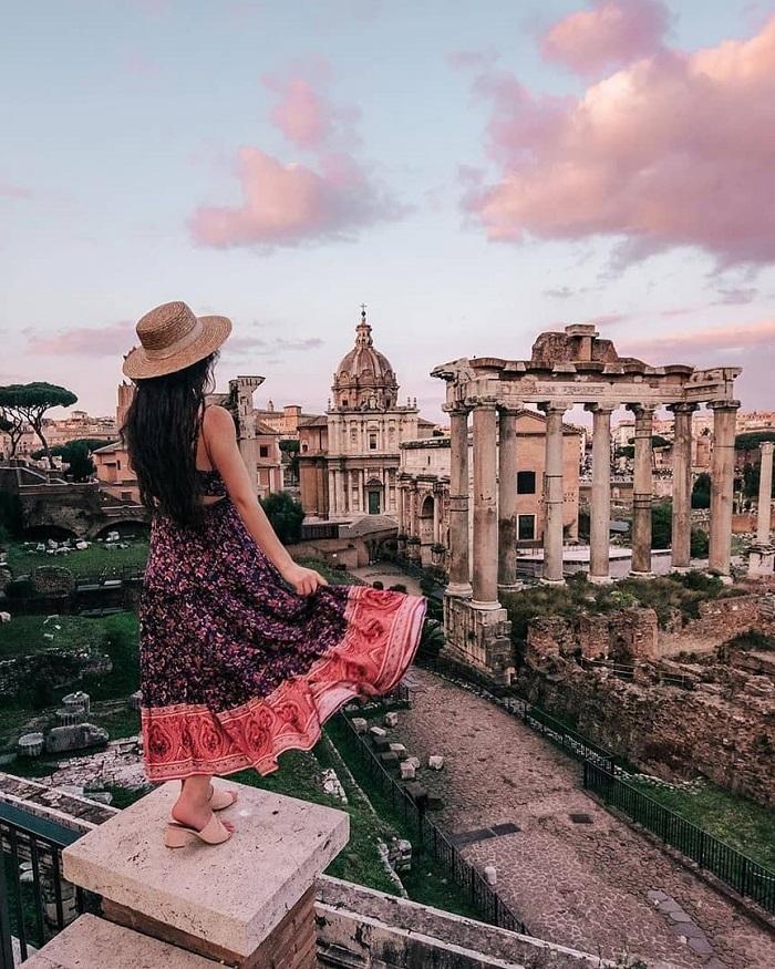 Quảng trường La Mã là một địa diểm du lịch mang tính lịch sử của Rome