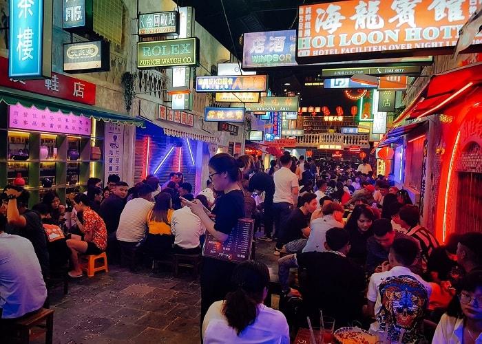 Hẻm phố Hong Kong Hạ Long - địa điểm sống ảo nổi tiếng