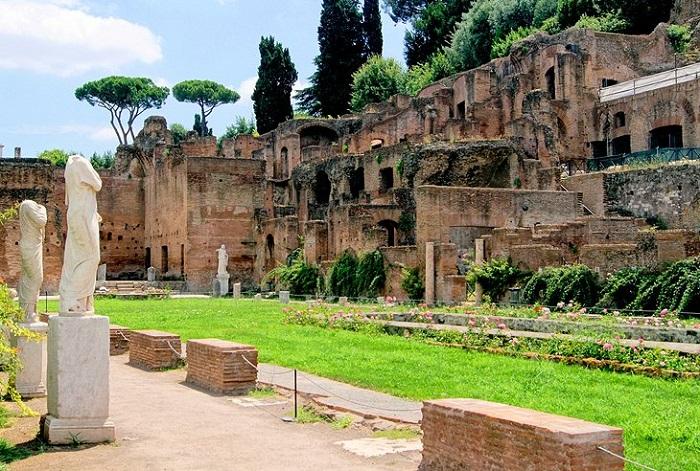 Nhà của Vestals - Quảng trường La Mã