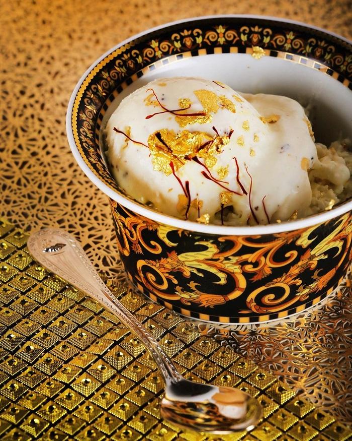Kem kim cương là một trong những món ăn phủ vàng ở Dubai nổi tiếng