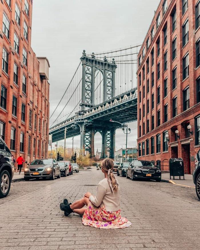 Phố Dumbo nằm ngay dưới cầu Brooklyn New York