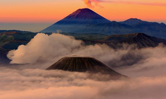 leo lên đỉnh núi lửa Bromo