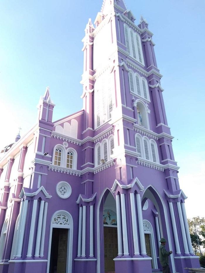 nhà thờ màu tím ở Nghệ An - ý nghĩa màu tím