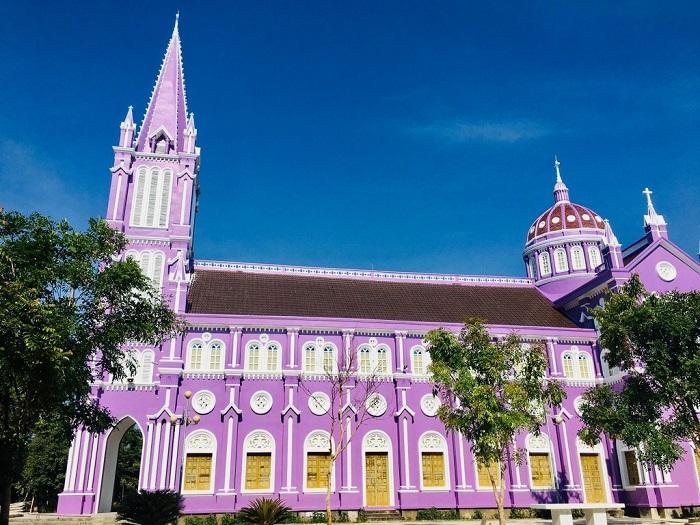 nhà thờ màu tím ở Nghệ An - kiến trúc