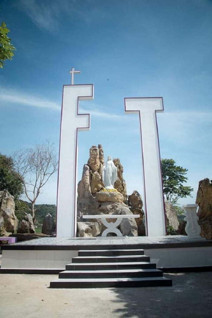 nhà thờ màu tím ở Nghệ An - núi Đức Mẹ