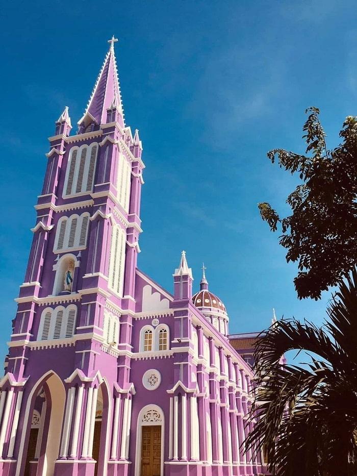 nhà thờ màu tím ở Nghệ An - địa điểm check in ấn tượng