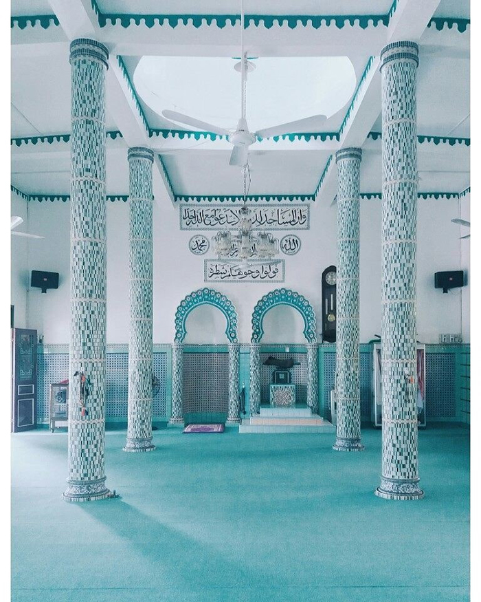 Check in Masjid Jamiul Azhar Mosque -The stone pillars, floors, chandeliers are very special
