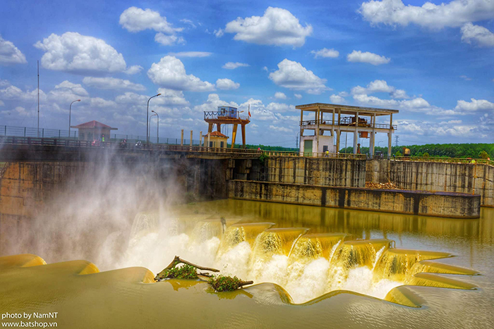 Check in đập Phước Hòa - khung cảnh đập nước huyền ảo