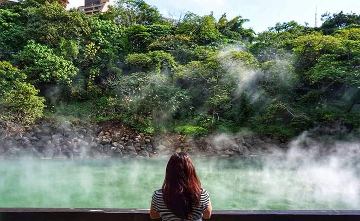 thung lũng nhiệt - nơi có màu nước độc đáo tại suối nước nóng Xinbeitou