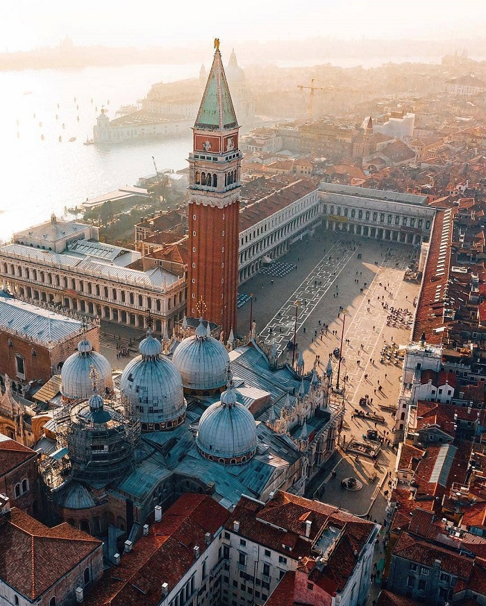 Vương cung thánh đường San Marco nhìn từ  trên cao