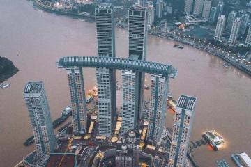 Vẻ đẹp độc đáo của tòa nhà nằm ngang cao nhất thế giới ở Trùng Khánh