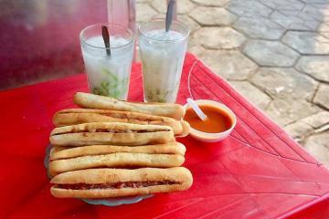 Bánh mì cay Hải Phòng: món ăn dân dã mà trứ danh đất cảng