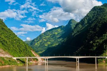 Cầu Hang Tôm - 'kỳ quan Tây Bắc' đẹp hùng vĩ giữa dòng sông Đà